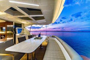 Đá Solid Surface màu Pearl được sử dụng cho mặt bàn du thuyền