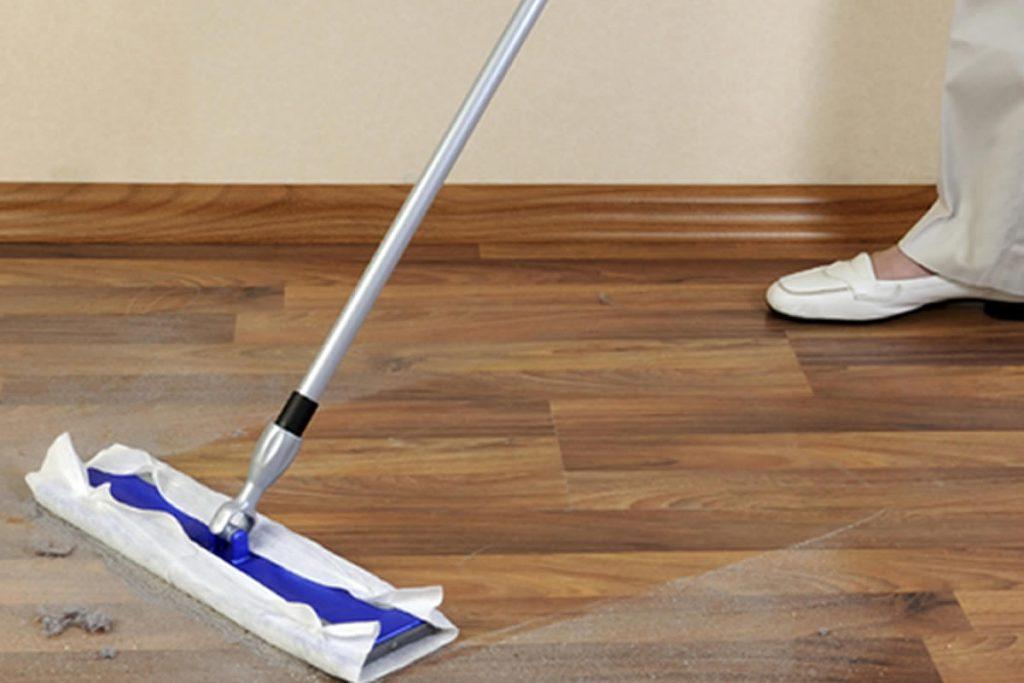 vệ sinh sàn nhựa giả gỗ